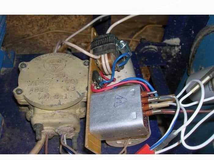 Автоматический пускатель асинхронного двигателя